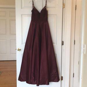 🆕🌹👠❤️Beautiful Burgundy/Maroon Gown SZ M
